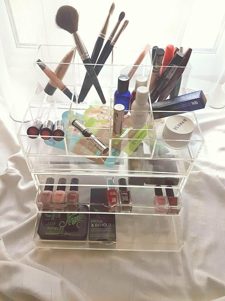 Organizér na kozmetiku